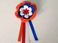 gehaakte broche voor kroningsdag in rood, wit, blauw, oranje