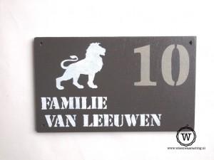 naambord-leeuw-voordeur