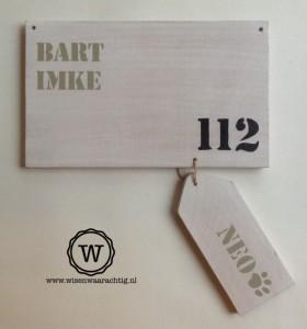 naambord hout white wash met los bordje voor de hond