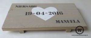 dienblad met datum kado bruiloft huwelijk trouwen