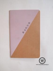 schrift met naam roze
