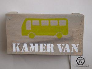 wandlamp-bus-en-naam