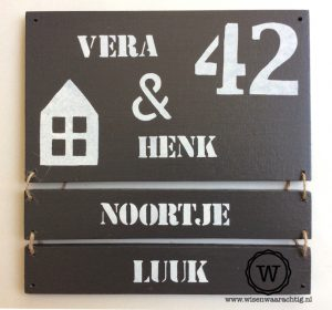 houten naambord met losse bordjes antraciet