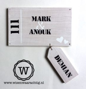 naambord white wash met naamlabel voor kind